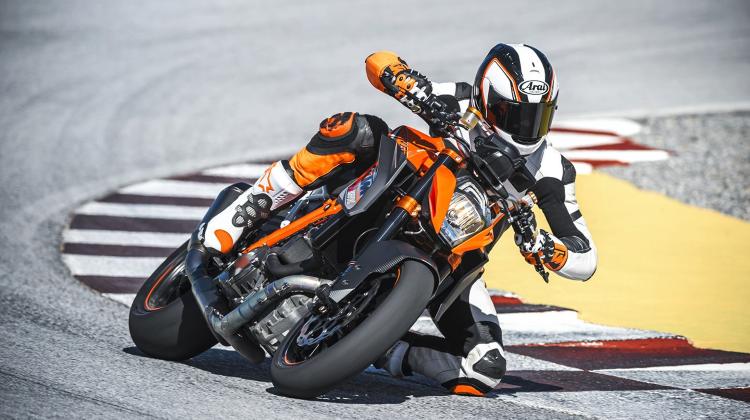 KTM 1290 Superduke R tyres